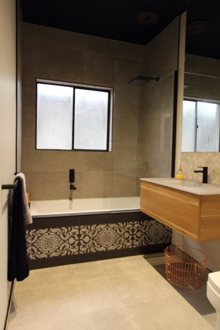 Fawkner_MAIN BATHROOM